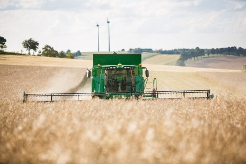New John Deere W and T-Series combines harvest in record